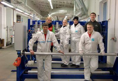 Ein eingespieltes Team vor Ort sorgt für die schnelle und qualitativ hochwertige Produktion.(Foto: Trelleborg Pipe Seals Duisburg)
