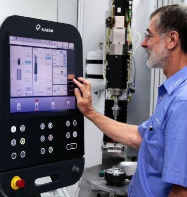 Mit der HMC100-Maschinensteuerung holt der Bediener das Maximum aus seinen LH-Honspindeln heraus.