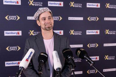 Pascal Schildknecht beim Presseinterview