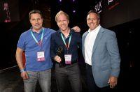 Josef und Stefan Willkommer bei der Awardübergabe mit Gary Specter, VP Commerce Sales & Customer Success bei Adobe