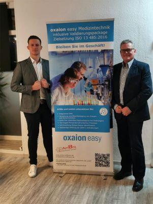 AriBis Software GmbH präsentiert Oxaion Easy Medizintechnik, Daniel Grell (Senior Consultant) und Michael Grell, (Geschäftsführer)