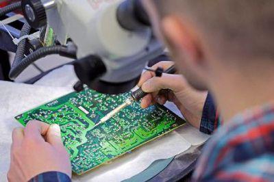 Die richtige Reparatur von Computer oder Laptop gibts nur vom Fachmann. Profi Reparatur Werkstatt Saarlouis.