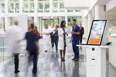 Der TI-Kiosk ermöglicht die digitale Patientenaufnahme und entlastet Klinikpersonal. Bildquelle: iStock, eKiosk