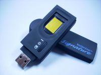"""Der Stick """"Signature"""" von Bioslimdisk sorgt dank mehrfacher Sicherheitsstufen für höchste Sicherheit beim Datentransport."""