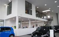 Showroom Autohaus Karl Moser mit Einbauleuchten ESL von AS LED Lighting