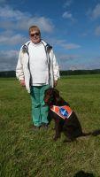 Gerda Mittag mit ihrem Führhund Rocco