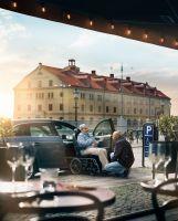 Der Carony ist Rollstuhl und Autositz in einem und wurde jetzt komplett neu überarbeitet. Er ist ab sofort bei KKADOMO erhältlich.