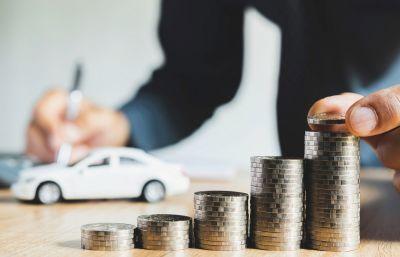 Geänderte Regional- und Typenklassen machen die Kfz Versicherung für einige Fahrzeughalter teurer. (@Mintr / Shutterstock.com)