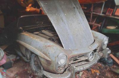 Bild: altes Auto, weches der Vater vor Jahren gekauft hat.