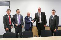 Offizielle Vertragsunterschrift: FEV hat die Mehrheit der Anteile an der Imperia GmbH erworben.