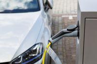 GVV Privat-Versicherungsschutz für Elektro- und Hybridautos (Bildquelle: © zabanski / fotolia.com)