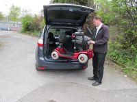 Der neue Autolift Olympian lässt sich sehr einfach von einer Person bedienen und ermöglicht das Verladen schwerer Hilfsmittel