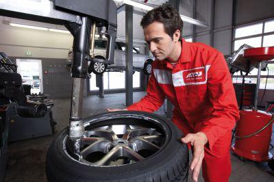 Beim Radwechseltag werden die Reifen im Schnelldurchlauf getauscht.