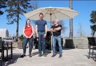 Gründer Stefanie und Lars Engelhard mit Dr. Bernd Rech