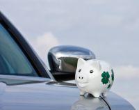 Bei Wartung und Reparatur des Autos lässt sich viel Geld sparen. Foto: Thorben Wengert/pixelio.de