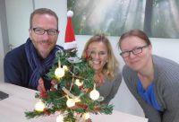 Mitarbeiter der Spedition Wolf liefern sozialen Einrichtungen kostenlos den Weihnachtsbaum ins Haus. Foto: Kegel