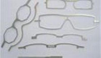 Bügel und Mittelstücke in Brillenherstellung