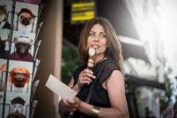 Gründerin Ivy Bossert trägt das Modell Schindelberg