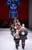 """""""Knitwear""""-Kollektion 2015 der Designerin Vivienne Tam. Foto: HKTDC"""