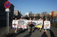 """""""Lieber nackt als mit Pelz"""" - Tierrechtler demonstrieren nackt zum Start der Fashion Week in Berlin"""