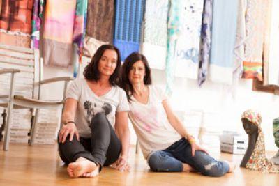 Eva Gotz und Ursula Baur in ihrem Atelier