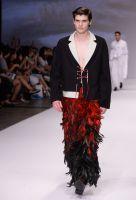 Absolventen der Hongkonger Mode-Design-Schulen zeigten ihre ausgefallenen Entwürfe auf der Fashion Week. Foto: HKTDC