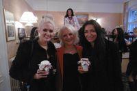 Foto: Topmodel Sarah Knappik, Auberge-Inhaberin Antje Last und Haute Couture Designerin Tatjana Prijmak (v.l.n.r.)