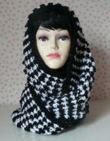 Kapuzenloop, sehr warm und kuschelig. Kann als Schal oder als Kapuzenschal getragen werden.