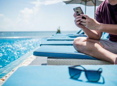 Studie - Immer mehr Arbeitnehmende werden im Urlaub beruflich kontaktiert