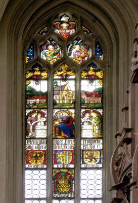Ein ganzes Ensemble von Glasfenstern: eine Hommage an Bach in Rothenburg o.T.
