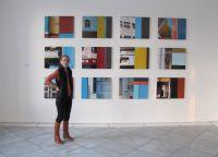 Maria Maier vor einigen ihrer Werke