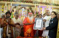 Überreichung der Guinness Weltrekord Urkunde an Dr. Sri Ganapathy Sachchidananda Swamiji