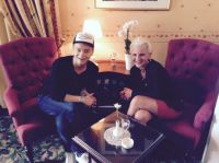 Julian F. M. Stoeckel und Antje Last, Inhaberin des Berliner Kult Hotels Auberge