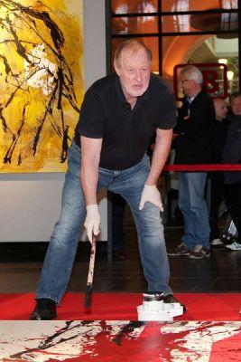 """Live Painting von Cornelius Richter im November 2012 zu Gunsten """"Ein Herz für Kinder"""" im Hauptbahnhof Frankfurt"""