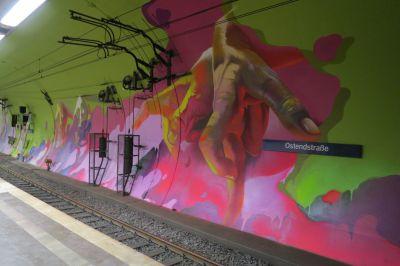 S-Bahnstation Ostendstraße, Frankfurt-Main: Neugestaltung von Graffiti-Künstler Andreas von Chrzanowski.©Andreas von Chrzanowski