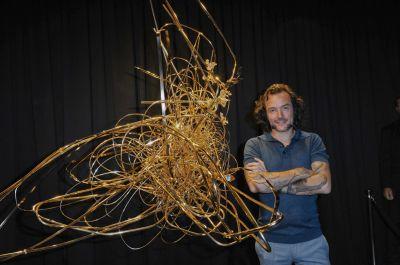 Das Kunstwerk Natural Chaos - Golden Edition No. 1. Geschaffen von Arne Quinze in Kooperation mit VERIDOR.