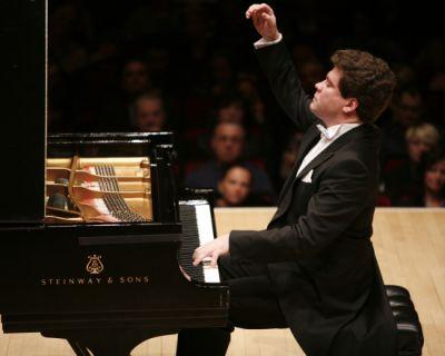 Starpianist Matsuev beim Kammerkonzert in Berlin: Krönender Abschluss des Projekts Russische Saisons 2019 (Bild: Russian Seasons).