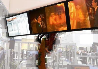"Messeinstallation ""KUKA Systems Energy Kino"". Foto: LIQUID"