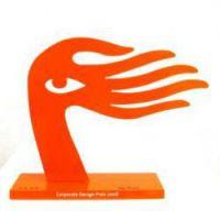 Winner-Skulptur. Exklusiv entworfen vom chinesischen Künstler Ren Rong für den Corporate Design Preis.