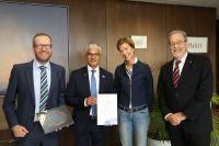 Holger Geißler (Marketing-Club), Oberbürgermeister Ashok Sridharan, Margit Schmit und Prof. Dr. Kurt F. Troll (Marketing-Club)