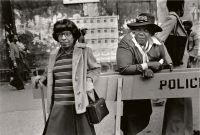Zwei Frauen bei einer Parade, Harlem NY, 1978. CC: Dawoud Bey