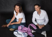 Martina (l.) und Dominique Nicole Schaps führen den Werbemittelspezialisten Madotrade.