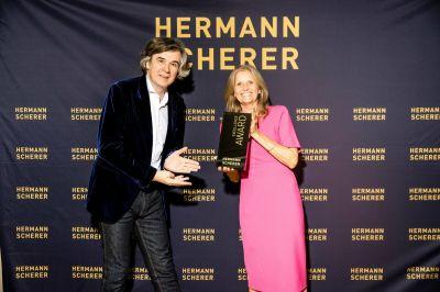 Angelika Neiber hat überzeugt und den Internationalen Speaker Award bekommen (© Dominik Pfau)