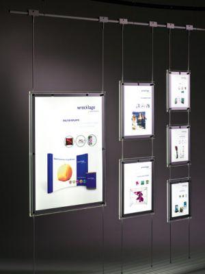 Dieses LED Schaufenster-Dekosystem sorgt für die nötige Aufmerksamkeit und ist durch seine Systembauweise äußerst flexibel.