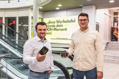 OOHLemon-Gründer Waldemar Friesen und Milosz Nowakowski wollen digitale Außenwerbung für jeden bezahlbar machen