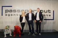 Von links: Jessica Frings, Passepartout Geschäftsführer Thorsten Kalmutzke, Jan Treutler