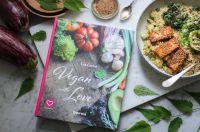 """""""Vegan with Love"""" enthält 88 rein pflanzliche Rezepte für alle Tageszeiten und jede Gelegenheit."""