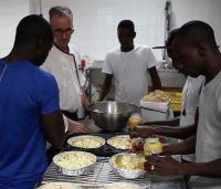 Das Ausbildungsprojekt Bantabaa FoodDealer qualifiziert Gefüchtete für den gastronomischen Sektor