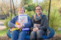 Leitung der Kindernotaufnahme Spatzennest Martina Heuer und Bestattermeisterin Sabine Sanheim