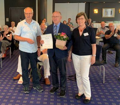 Jetzt Ehrenvorsitzender: DVG- Gründer Gerhard Kieseheuer (Mitte) mit Reiner Korth u. Ingrid Wulff. (© DVG - Thomas Kießling)